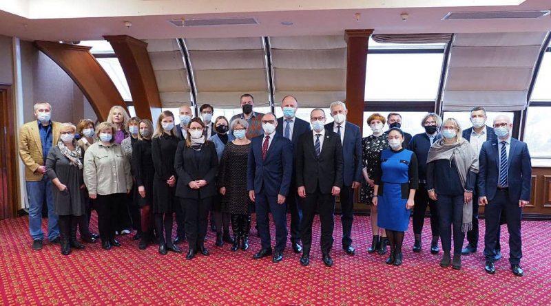 В Минске состоялась встреча представителей НГО с директором Европейского регионального бюро Всемирной организации здравоохранения доктором Хансом Клюге